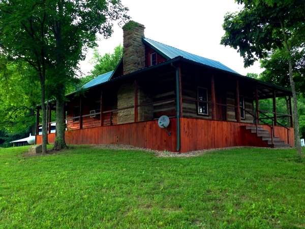 rustic cabin outside photo in kentucky at North Fork Outfitters