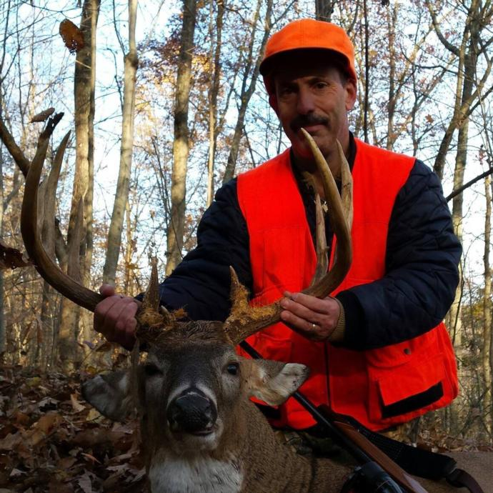 gun season buck in Kentucky at North Fork Outfitters