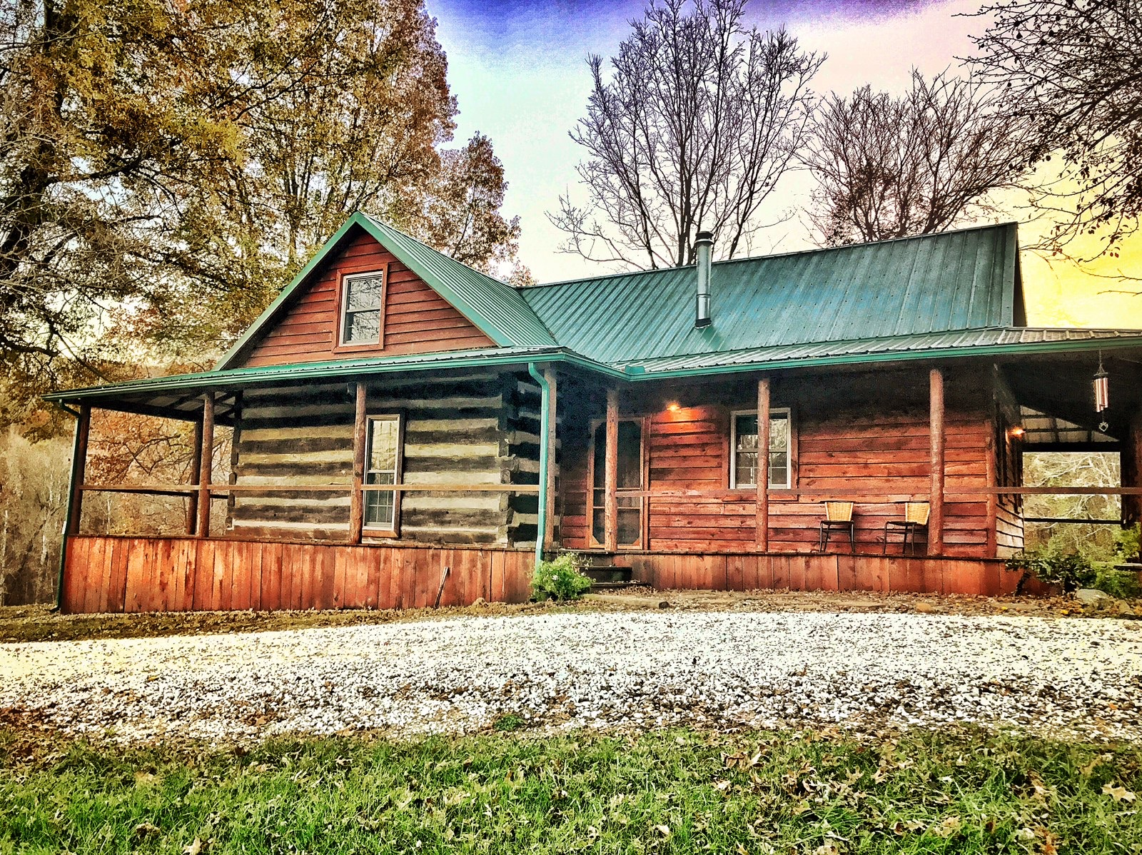 rustic cabin at North Fork Outfitters in Kentucky